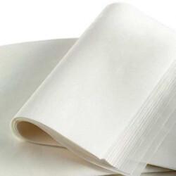 Змастіть і вистеліть дечку пергаментним папером.