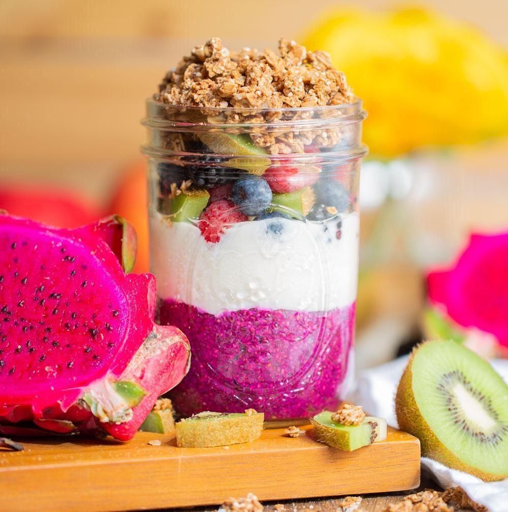 Йогурт с питахаей и семенами чиа